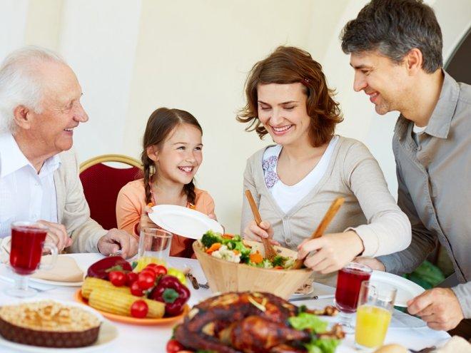 8 причин предпочесть семейную трапезу