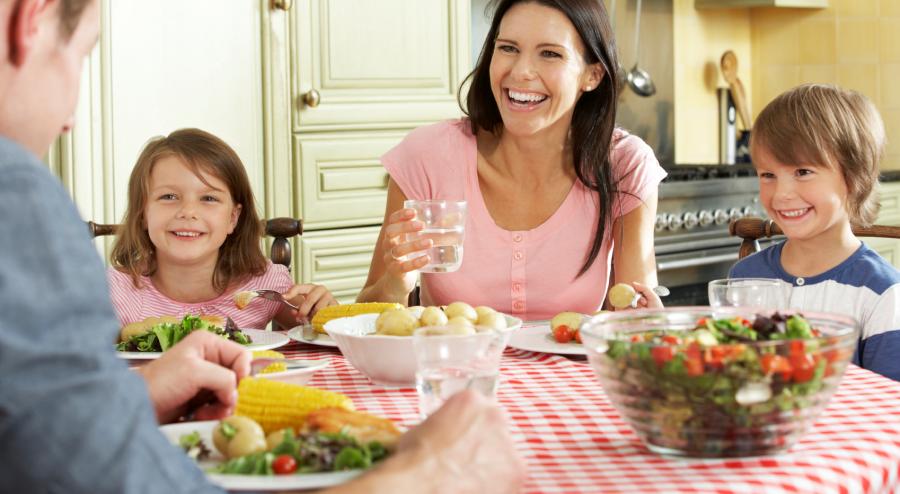 Как общаться с детьми за обеденным столом